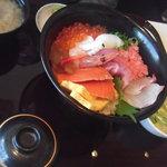 海鮮蔵 魚魚魚 - 海戦丼