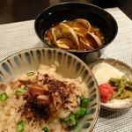 禅紫 - ホタルイカの土鍋炊きご飯(おこげがいい感じ)