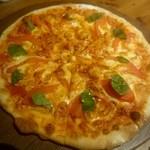 65877010 - 燻製モッツアレラとイタリアントマトのピッツア