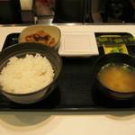 吉野家 - 【朝食】「納豆牛小鉢定食」です。