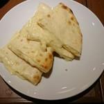 ガネーシャ・ガル  - チーズナン
