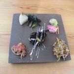 Oomurokeishokudou - 前菜プレート、全部美味しかったけど、ひじきサラダ以外何だかよく分からないw