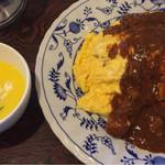 レストランぱらだいす - チキンライスにはバターたっぷり、とり肉、マッシュルーム、しめじ、ベーコンが入って食べごたえ十分♥️