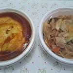 天山 - 左が天津飯、右が豚肉飯