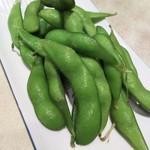 65888933 - (2017年4月 訪問)枝豆、270円。豆自体にも塩の風味を感じる枝豆でした。