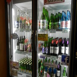 65889236 - 冷蔵庫には美味しそうな日本酒がズラリ♪
