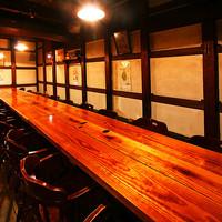 中世の船を思わせる雰囲気が魅力!テーブル席(4~30名)