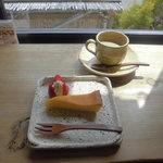 小さな宿&レストラン しいの木やま - さっぱり甘酸っぱいオレンジケーキとブレンドコーヒー