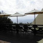 小さな宿&レストラン しいの木やま - ウッドデッキのカウンター席