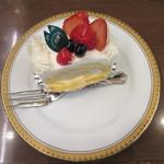 丸福珈琲店 - ベリーロール 480円(税込)