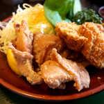 登利平 - 唐揚げの「鶏皮」部分がパリッとして、絶妙な美味しさです♪