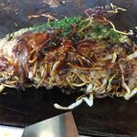 日の出 - 料理写真:三津浜焼。オススメのそば台付きの肉玉油。ボリュームも満点。