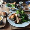 キッチンスプーン - 料理写真:野菜プレートと小さい野菜の豆乳グラタン、パン、ドレッシング3種