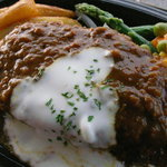 あかべこ - 料理写真:自家製べこカレーのハンバーグステーキ