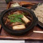 しのぶ庵 - 鴨汁は鉄鍋式です。