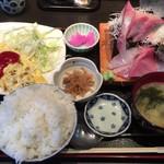 やき鳥信玄 - スペシャルランチ(房州地魚 刺身盛り + 玉ねぎとひき肉のオムレツ)