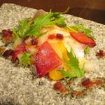 65905579 - アスパラガスの冷製ポタージュ 卵黄のソースとベーコンの燻製の泡