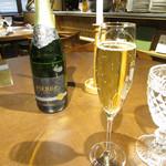 65905580 - フランスのシャルドネ ミュスカのノンアルコールスパークリングワイン