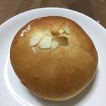 ぱんや 紺青 - クリームパン