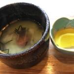 石焼工房 四旬 - ステーキセットの味噌汁とお漬物