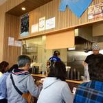担々麺はなび - 店内風景。