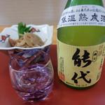肴の市場 満月 - お通しと日本酒「縄文能代」