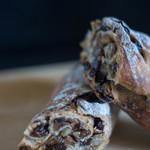コンテジャポン - 料理写真:胡桃と葡萄乾の麪麭(Pain aux noix et aux raisins)、断面(きりくち)