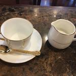 珈琲貴族エジンバラ - 最初にカップとクリームが提供