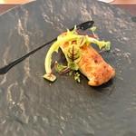65911720 - 前菜   フランス産豚のリエットパイ包み   ジューシーでバルサミコがいいアクセント