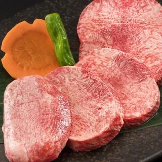 厚切りなのに柔らかい「上タン塩」!上質な焼肉をご堪能ください