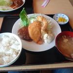 衣笠 - 衣笠定食(エビフライ、魚フライ、チキンカツ、ハンバーグ)