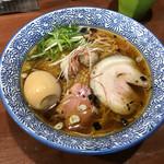 麺や 而今 - 醤油らーめん(芳醇醤油鶏そば)+煮玉子