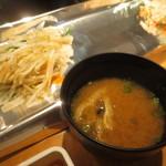 鉄板焼天神ホルモン - 味噌汁