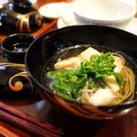 志蕎庵 江月 - 蕎麦三昧膳の三皿目は温かい蕎麦ですす