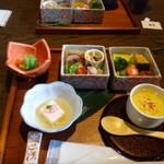 鮨 有楽 - ◆最初に「小鉢2種」と「旬の前菜玉手箱」「茶碗蒸し」が出されますが、どの品も美味しそう~