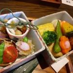 鮨 有楽 - ◆共通:「旬の前菜玉手箱」、どちらの箱にも数種類のお料理が入り、目でも楽しめますね。