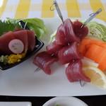 レストラン アカショウビン - マグロと焼き野菜(深浦マグロステーキ丼)