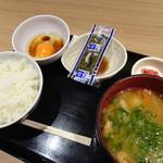 旅するどんぶり屋 - 野菜たっぷり豚汁定食(500円)