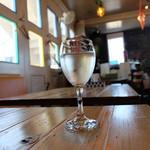 マンマ・ミーア - グラスワインの白(530円)