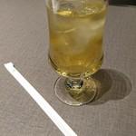 甘露の森 - 1ドリンクサービスのアップルジュース