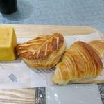 ゴントラン シェリエ - 牛たんカレーキューブ、ジョンソン・オ・ポム、クロワッサン