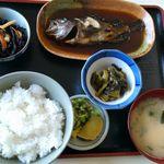まるよし食堂 - 煮魚定食(めばる)1300円