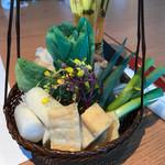 ホワイトイン高崎 スラッシュカフェ - お野菜。どれもとても美味しかったです。       ちょっと、後ろに見える白いのが、花びら茸。