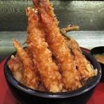 天ぷら酒房まあちゃん - 男気天丼(ディナー 1,580円・ランチ 1,380円(税別))+ ご飯 大盛り 150円。左前から撮影。