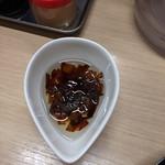 65943781 - 「麺や暁」 塩ラーメン 味変のネギ油
