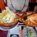 ラーメン党 ひさご - ネギ味噌(左)& 特選ねぎ味噌ラーメン