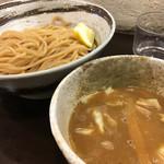 づゅる麺池田 - つけ麺 830円 濃厚だけど飽きのこないスープと、全粒粉なのかな?香りある麺!レモンとキャベツがとてもいい感じ!