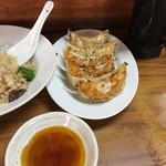 前川 - 五目炒飯640円、餃子430円