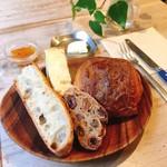 65960815 - パリの朝食 @700円 のパン4種(パンオショコラorクロワッサンは選べます)