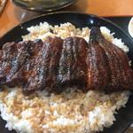 Unaginokyourakuken - 炭で焼かれた鰻です。炭の香りを感じます。